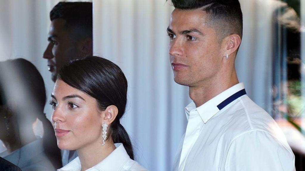 Georgina Rodríguez y Cristiano Ronaldo: idéntico look en el estreno de su primer proyecto juntos