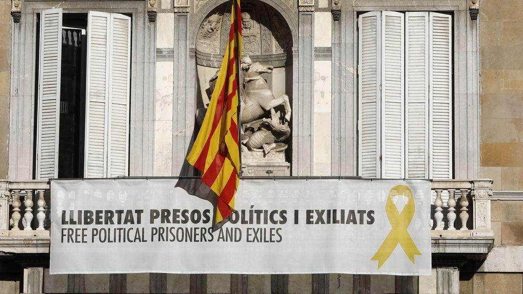 Torra reta a la Junta Electoral y mantiene el lazo amarillo en la fachada de la Generalitat
