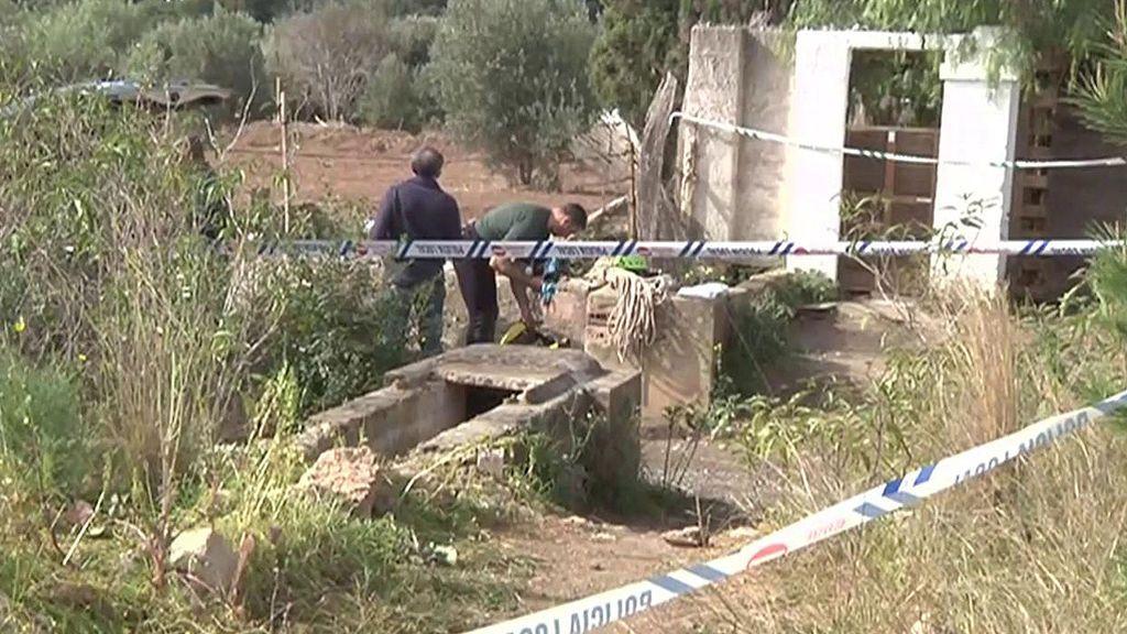 Parricidio en Godella: criminalística analiza una azada y varios palos como presuntas armas