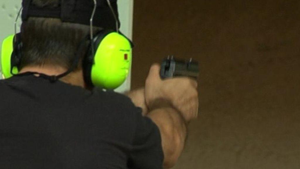 ¿Cómo se obtiene un arma legal en España?