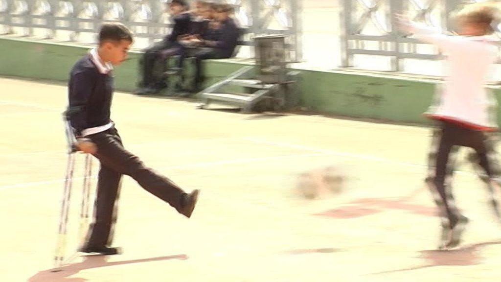 Un futbolista con una sola pierna a sus 11 años