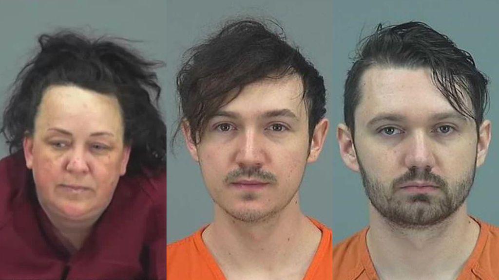 Detienen a una mujer acusada de abusar de 7 niños adoptados a los que usaba para su canal de YouTube