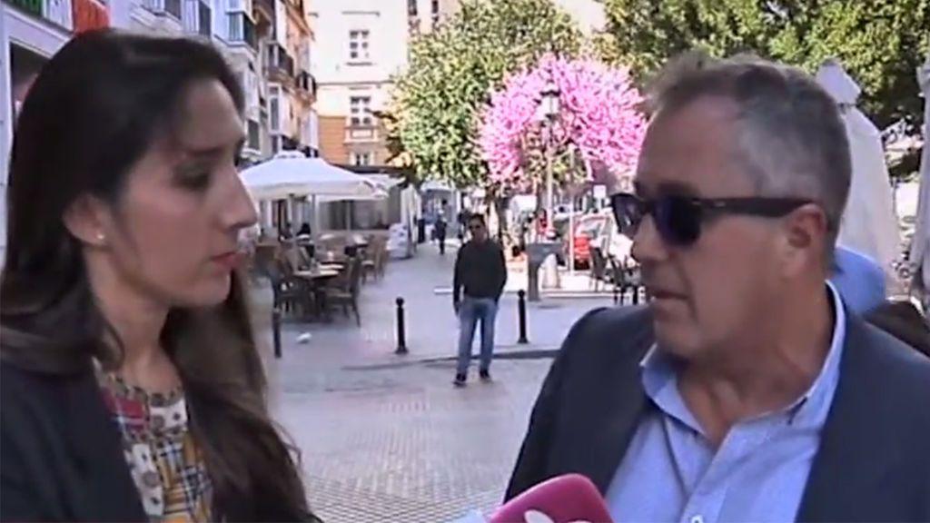 El padre de Alejandro Albalá guarda silencio ante la polémica entrevista de Isa Pantoja sobre su hijo