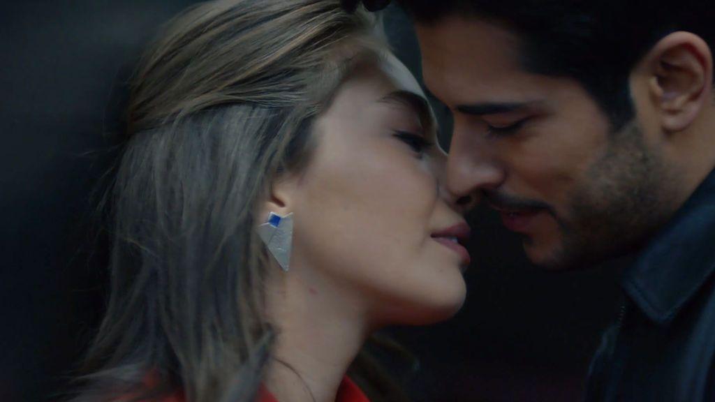 Nihan y Kemal, a punto de besarse