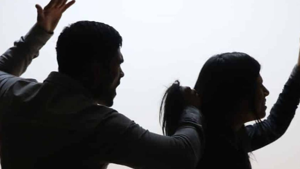 Una mujer mata  en San Pedro de Pinatar (Murcia) a su marido después de que él intentara pegarla