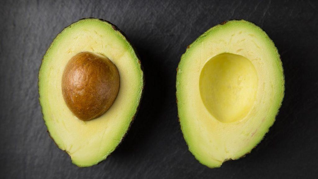 Aguacate, alcachofa y té verde: Te contamos qué alimentos te ayudan a mantener el colesterol a raya si los incluyes en tu dieta diaria