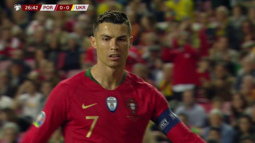 Jugada marca de la casa de Cristiano Ronaldo: bicicleta, recorte y disparo seco al palo corto