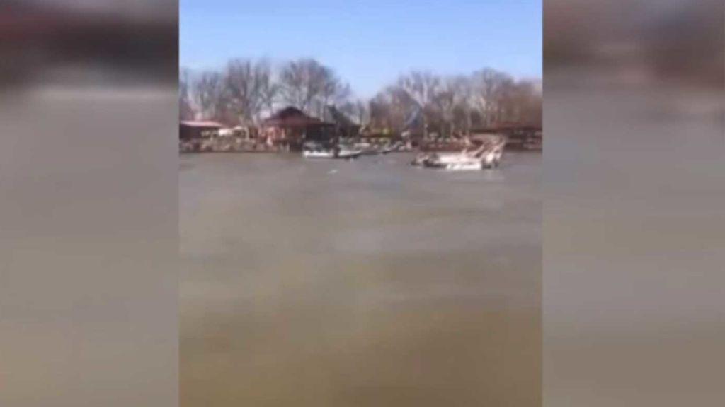 Un ferri naufraga dejando 85 muertos, muchos de ellos mujeres y niños