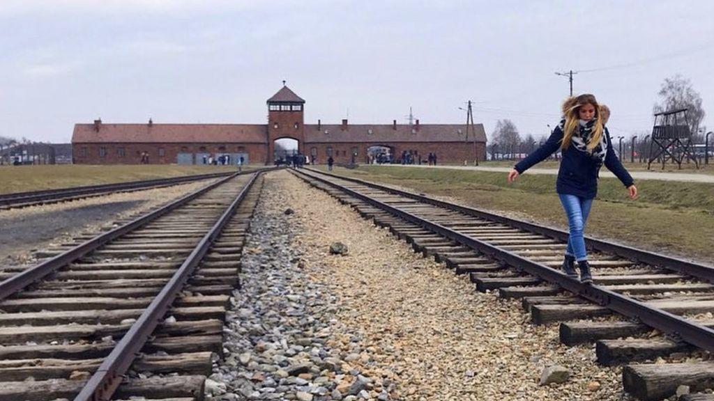 El Memorial de Auschwitz pide respeto a los visitantes que se hacen fotos