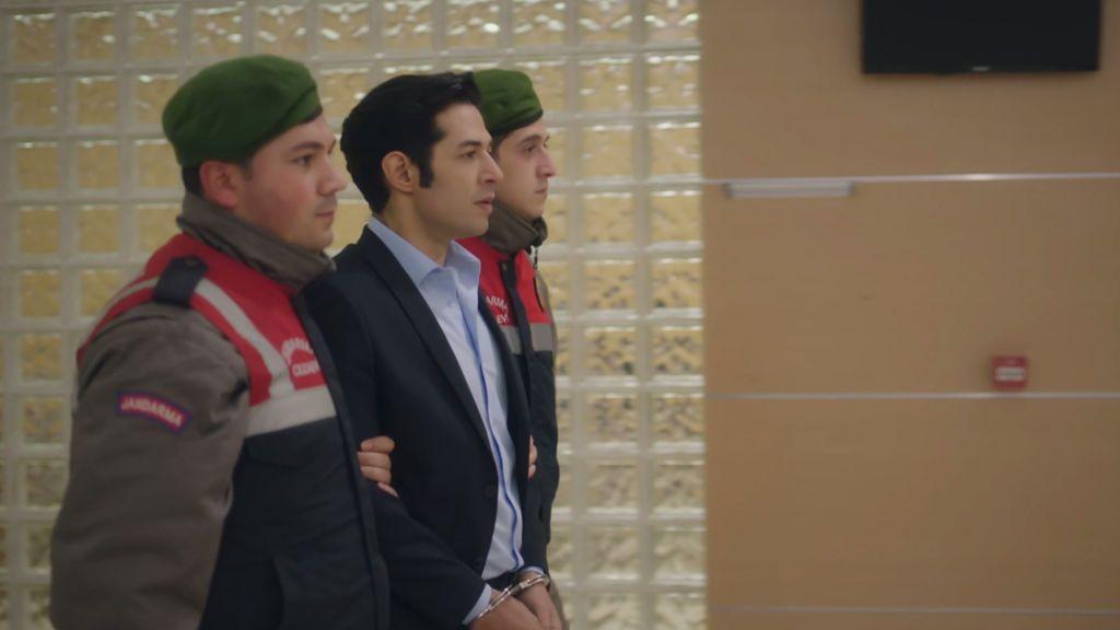 Serhan es detenido por estafa
