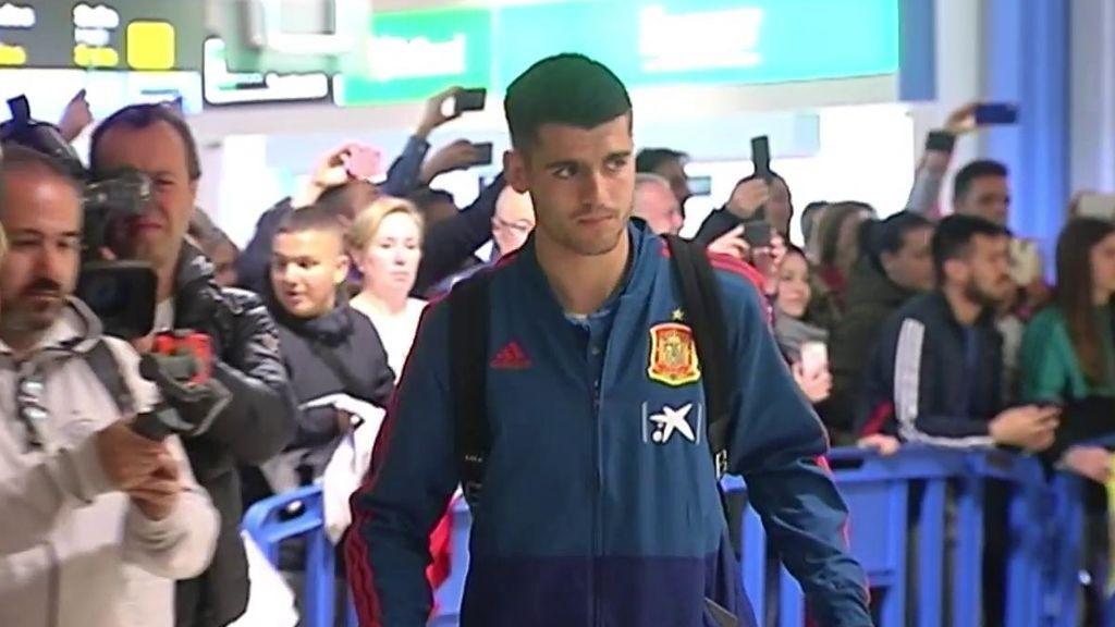 Morata promete a un aficionado que le regalará su camiseta después del partido de la Selección