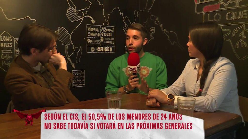 Así animan dos jóvenes, uno de VOX y otro de Podemos, a votar en las próximas elecciones