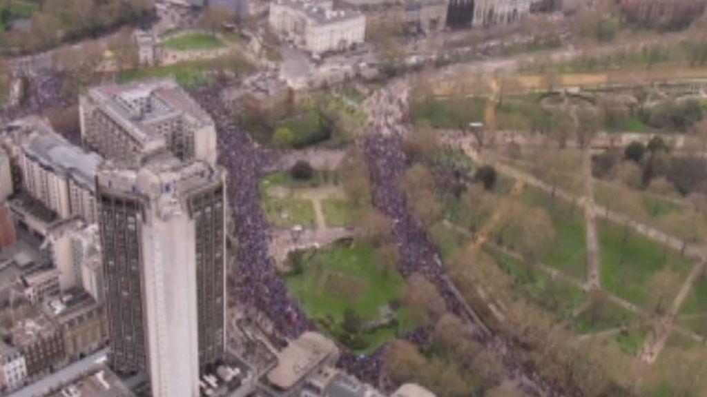 Un millón de personas recorre las calles de Londres para pedir un segundo referéndum en Reino Unido