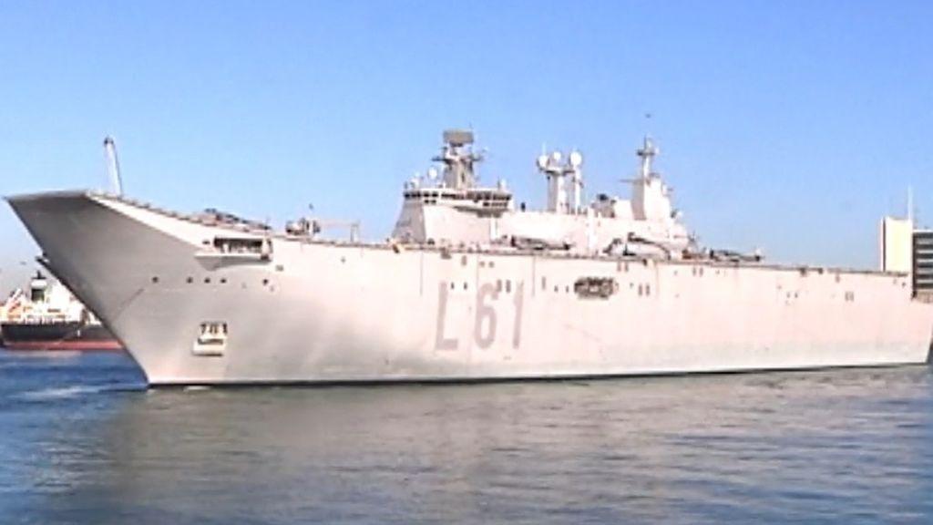 """El portaaviones Juan Carlos I """"causa sensación"""" en Getxo"""