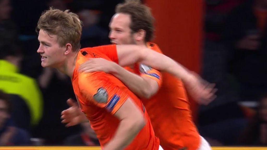De Ligt entra con todo al centro de Depay y supera a Neuer con un gran cabezazo