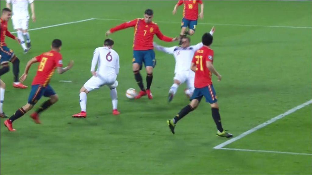 La jugada que ejemplifica el juego de la Selección de Luis Enrique y que si entra se cae Mestalla