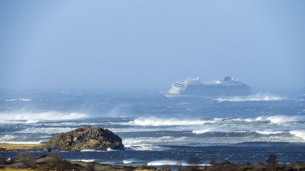 Rescate en Noruega de 1373 pasajeros a bordo del crucero Viking Sky