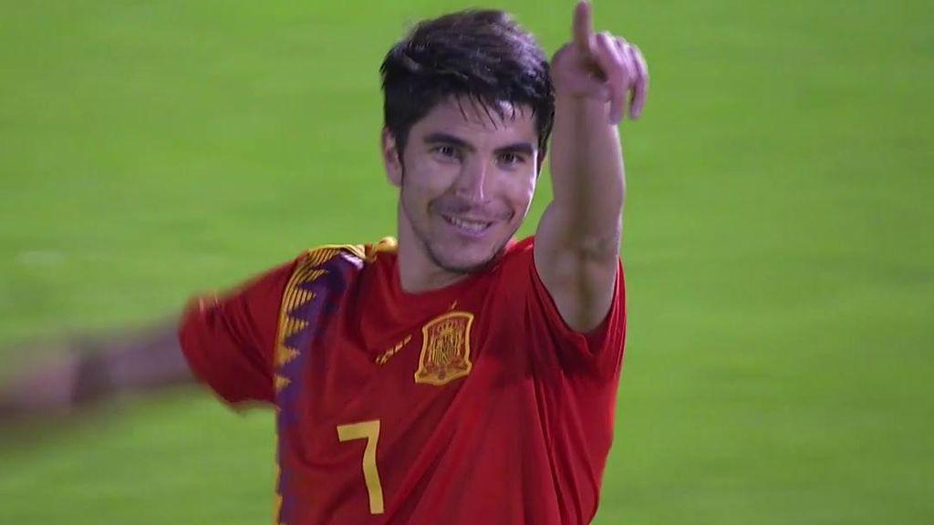 Dani Olmo la pone en el área y le regala el primer gol de España a Carlos Soler que empuja el balón al fondo de la red (1-0)
