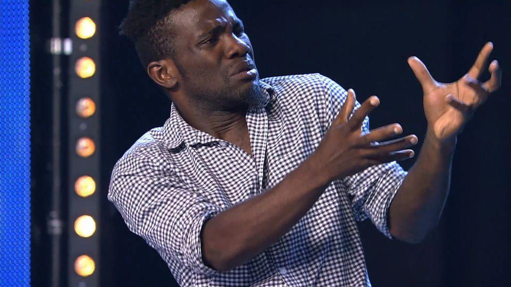Didier huyó de Camerún en busca de una vida mejor y expresa todo lo que ha sufrido a través de este baile