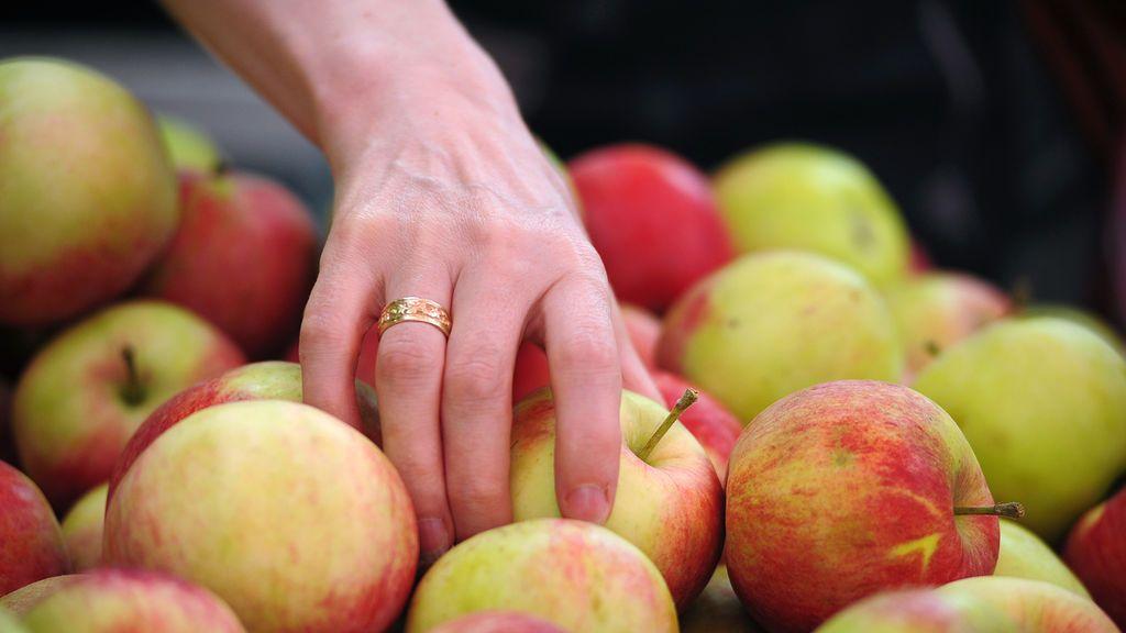 Frutas y verduras sin empaquetado en los supermercados: una tendencia para reducir la contaminación por plásticos