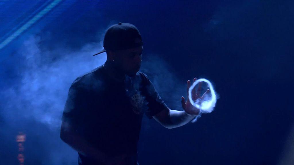 """Jaxell hipnotiza a público y jurado con su espectáculo de humo: """"Es maravilloso"""""""
