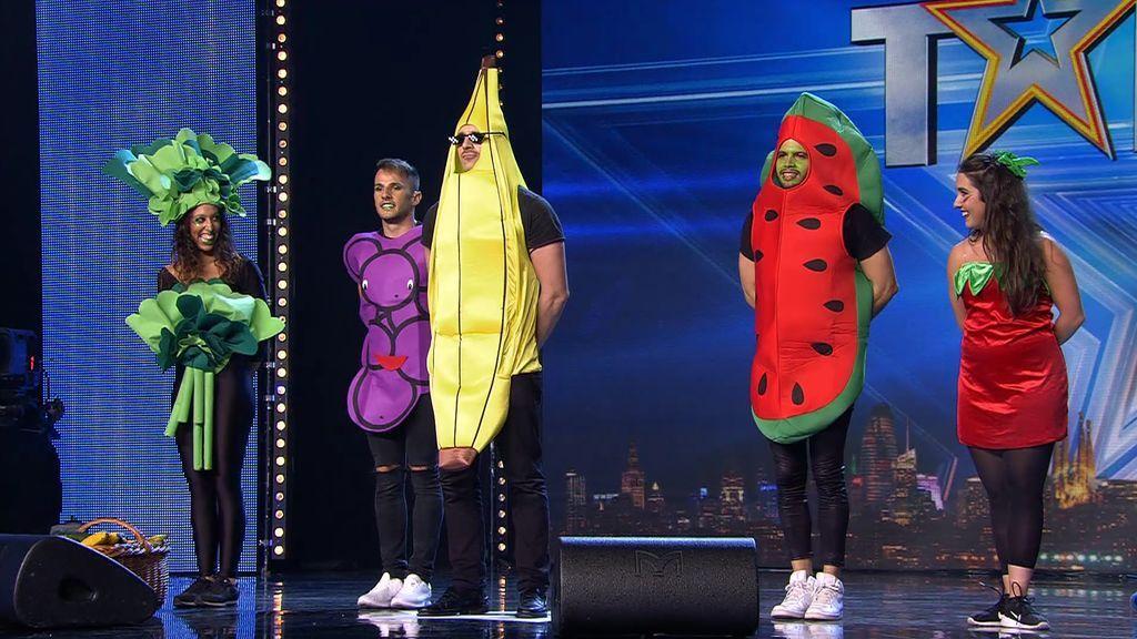 """El reggaetón con mensaje del Señor Banano: """"Cómete el pepino, cómete el banano, que la fruta es buena para que estés sano"""""""
