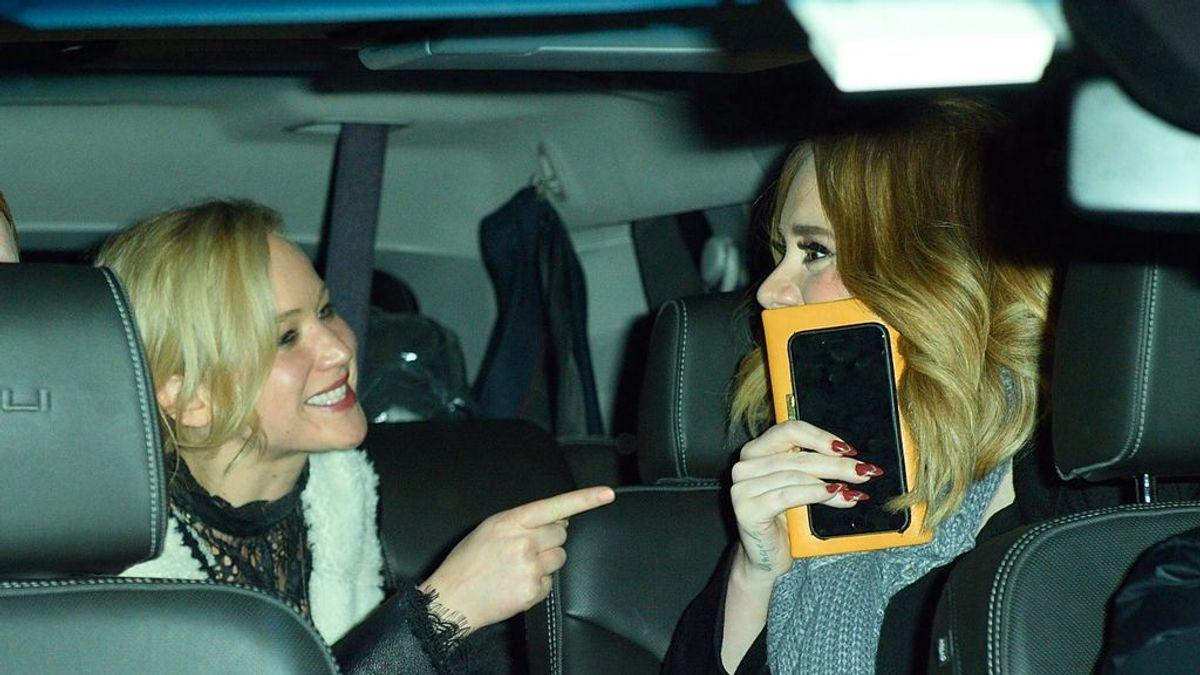Competición de chupitos: la noche loca de Jennifer Lawrence y Adele que se ha hecho viral