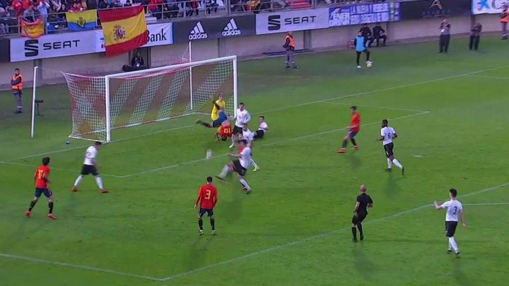 Rafa Mir tiene la mejor ocasión para España después de una contra de manual de la Sub-21