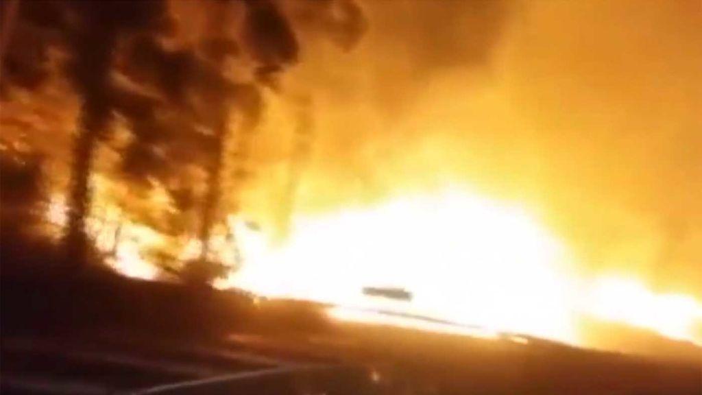 Un incendio, que ha obligado a cortar la carretera, arrasa 200 hectáreas en Rianxo