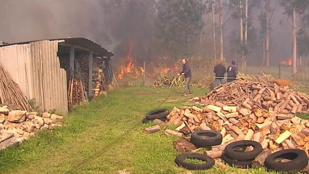 La solidaridad de los vecinos de Burés evita que se quemen las casas