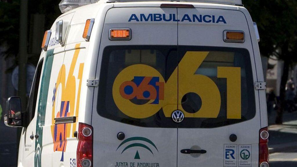 Una colisión entre un camión y un turismo que deja dos fallecidos y tres heridos en Salobreña