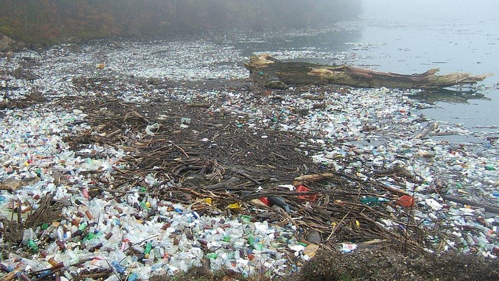Que alguien haga algo: 20 toneladas de plástico por el Río Segura hacia el mar
