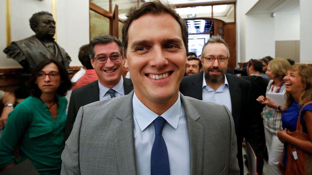 Alberto Carlos Rivera triunfa en las redes: le ven protagonizando 'Pasión de liberales'