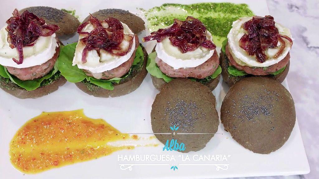 Aprende a hacer las hamburguesas canarias de Alba: pan negro con tinta de calamar, uvas y licor de plátano