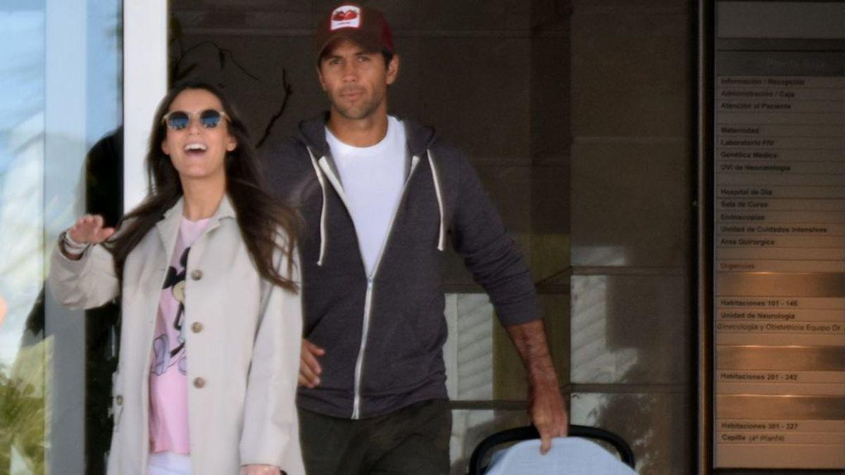 Ana Boyer y Fernando Verdasco dejan el hospital junto a su hijo Miguel para instalarse en casa