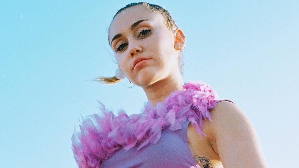 Miley hace revivir a Hannah Montana cortándose el pelo exactamente igual que ella