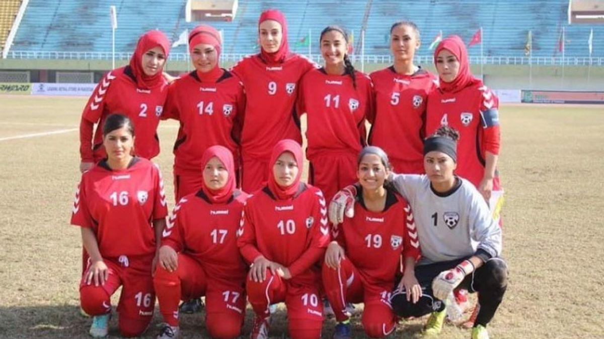 """La confesión de una futbolista de Afganistán: """"El presidente tenía una habitación donde violaba a las niñas"""""""
