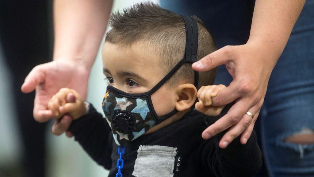 El milagro de Derek: no será un niño burbuja gracias a un diagnóstico precoz y un trasplante