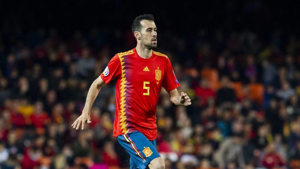 """La felicitación de Iker, Xavi e Iniesta, a Busquets por sus diez años en la selección: """"Es mejor persona que jugador"""""""