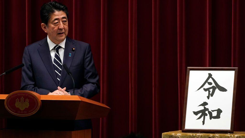 Japón inaugura una nueva era 'Reiwa' víspera de la abdicación del emperador