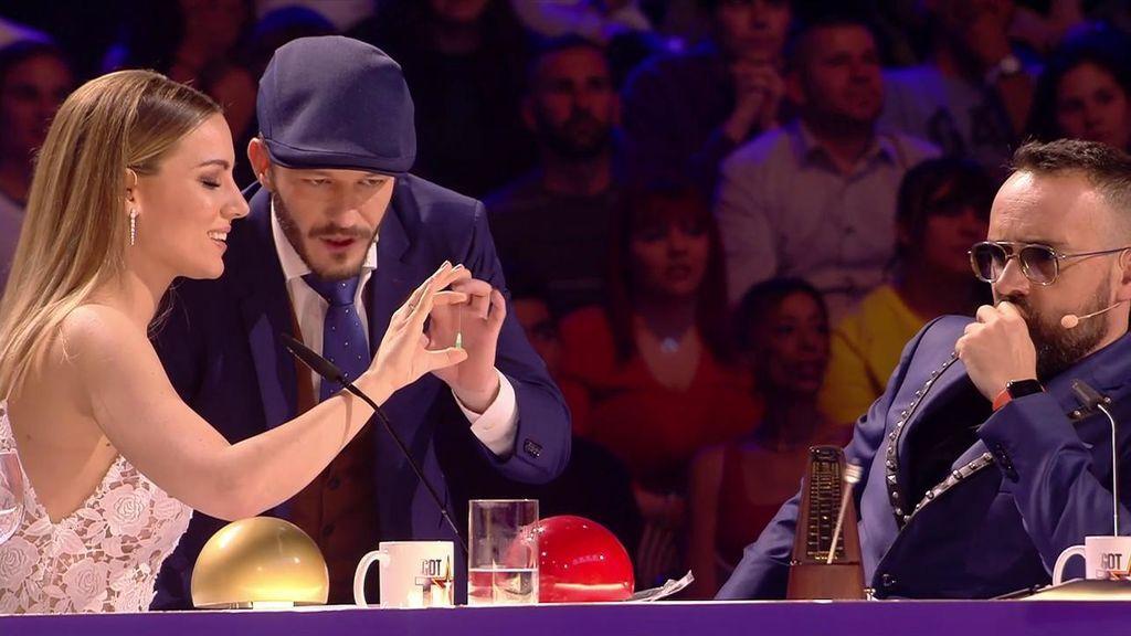 """Daniel Collado consigue que Edurne doble una aguja sin darse cuenta y sin pincharse: """"Es alucinante"""""""