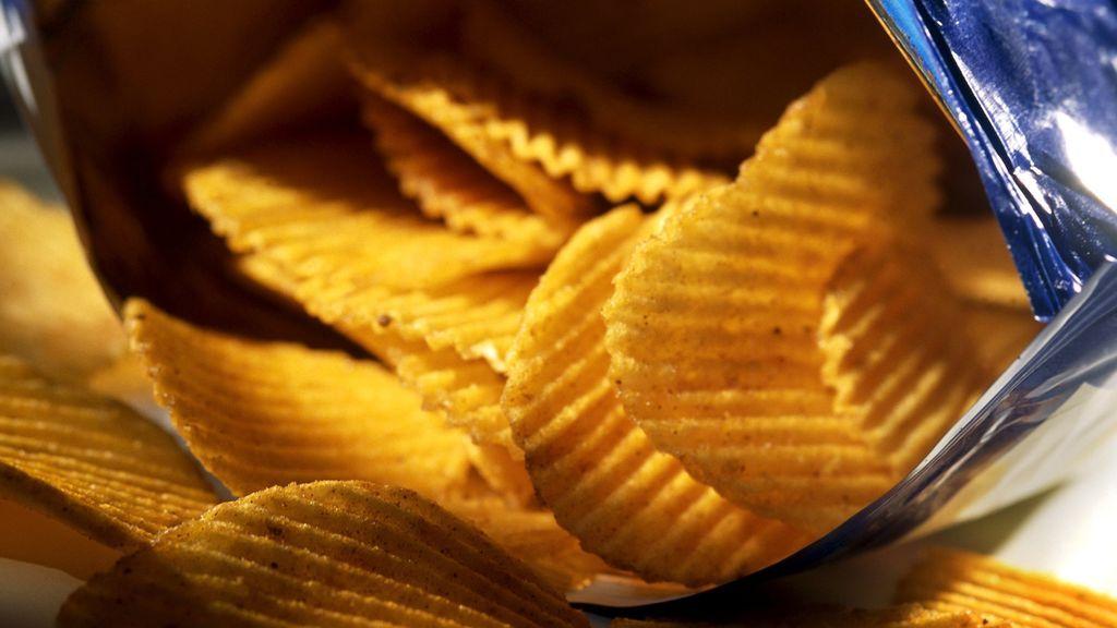 No te están timando: por qué le ponen tanto aire a las bolsas de patatas fritas