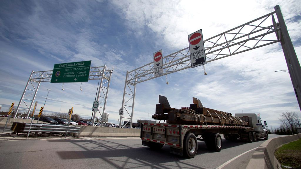 Intentan cruzar la frontera de Quebec con un familiar muerto en su vehículo para evitar los gastos de su repatriación