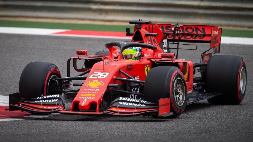 Mick Schumacher se sube por primera vez a un Ferrari de Fórmula 1