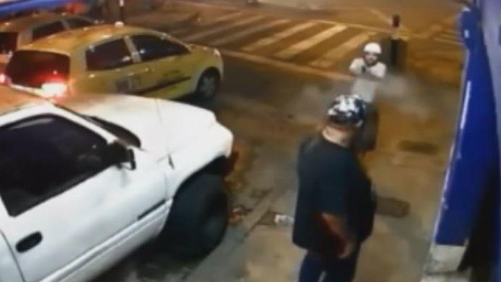 Un pequeño sicario de 14 años, dispara a quemarropa a un hombre en Medellín