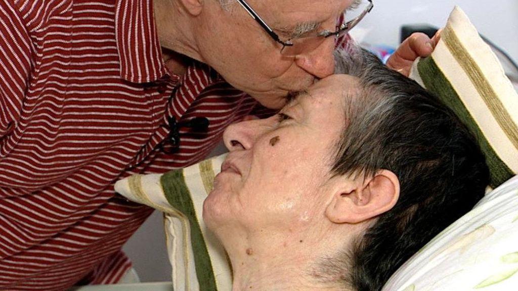 """""""Es el fin. Cuanto antes mejor"""": la petición desesperada de una enferma de esclerosis múltiple a la que han ayudado a morir"""