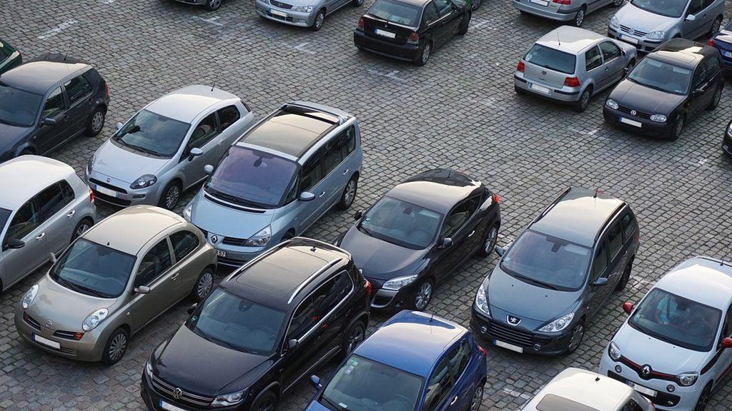 Dos conductores deliberan durante dos horas por no ponerse de acuerdo en quien aparca su vehículo