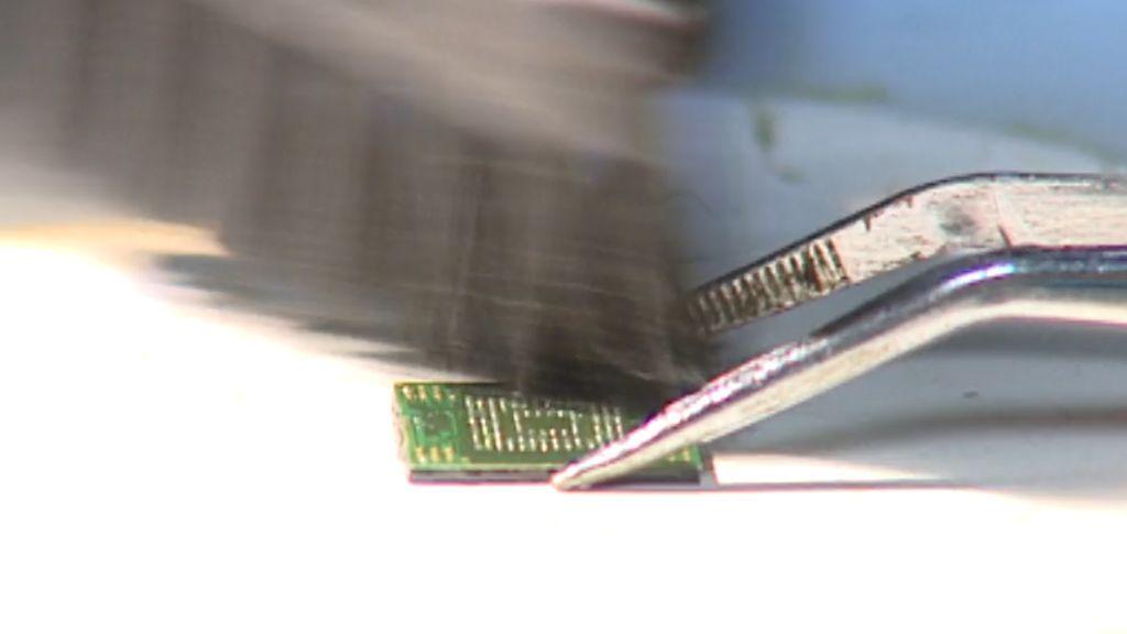 El CSI electrónico de la Guardia Civil desvela los secretos de 1.000 móviles al año