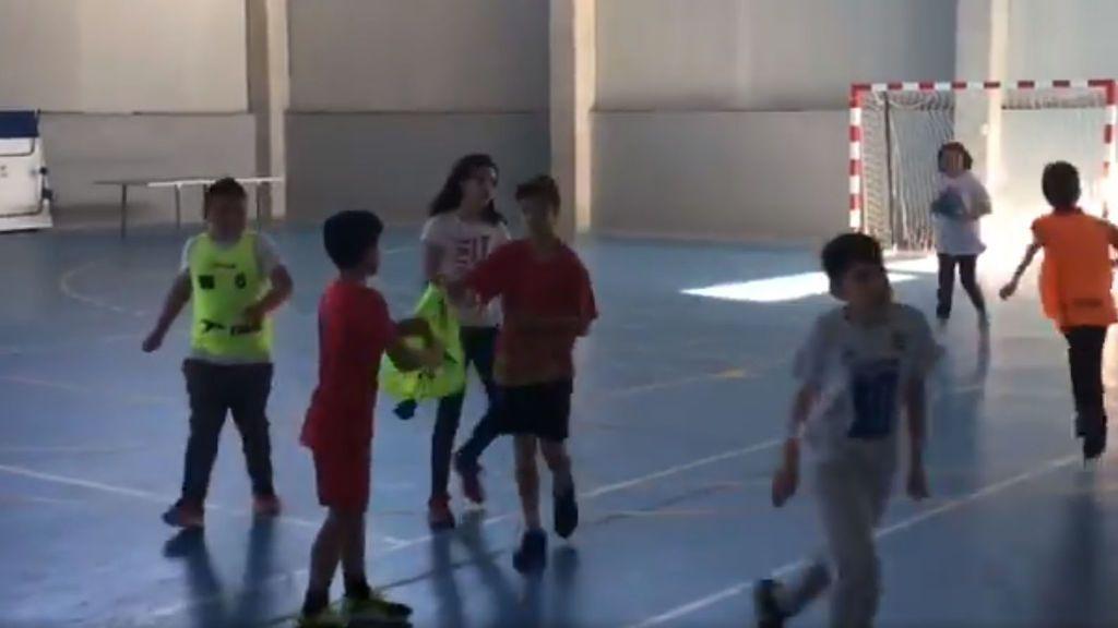 El ejercicio viral de un colegio para que los niños aprendan a respetar a los árbitros