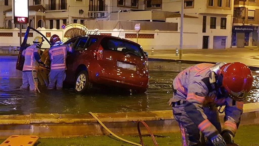 Herido grave un joven al estrellar su coche en una rotonda tras saltarse un control de alcoholemia